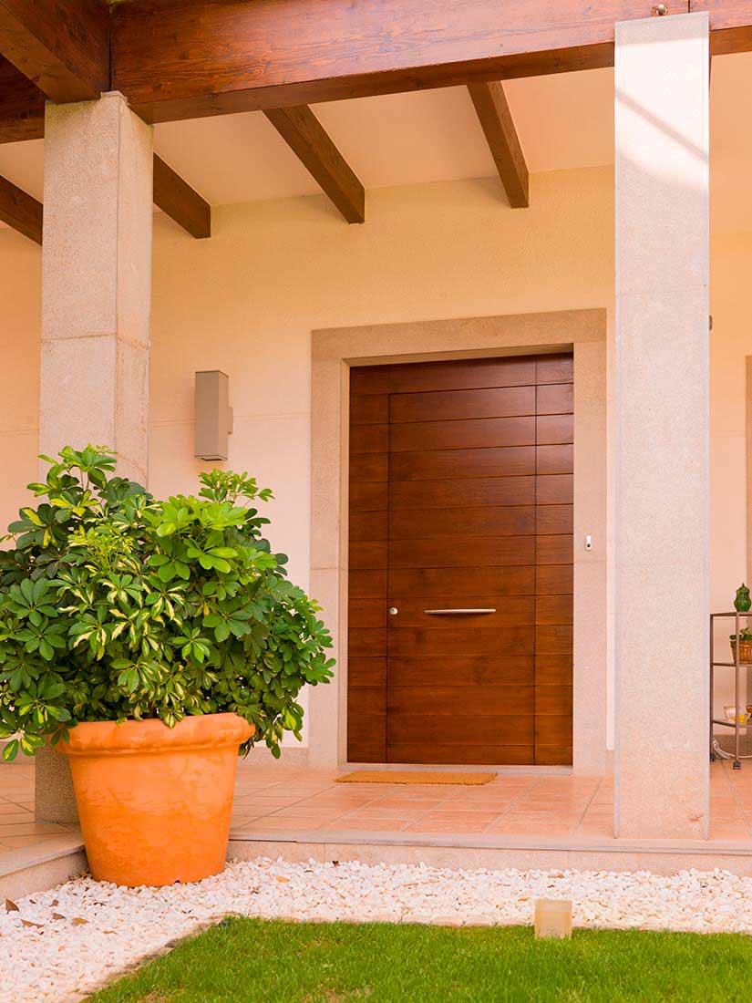 Puerta exterior de madera de pino meils