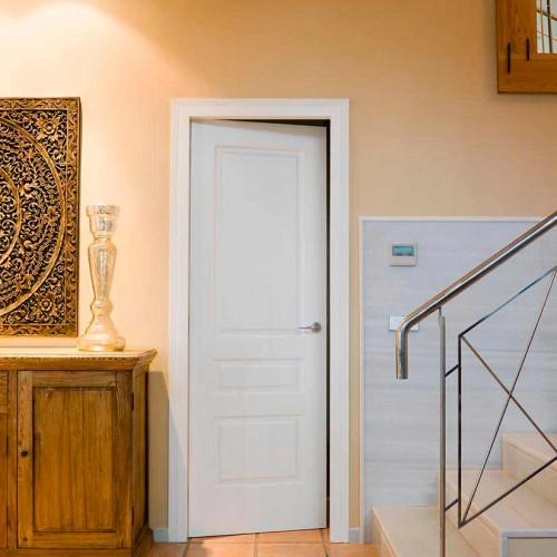 Puerta de interior clásica lacada en blanco