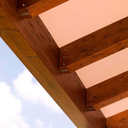 Anclajes especiales en vigas exteriores de madera