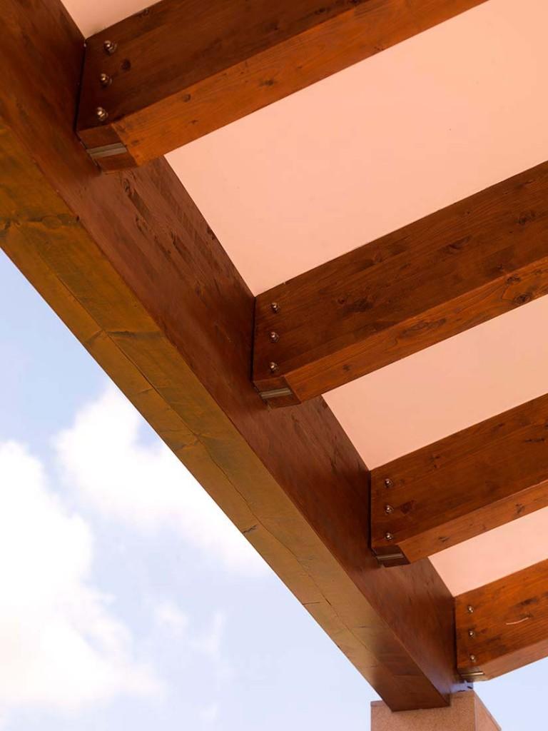 Techos de madera selecci n de tejados y cerramiento para - Vigas de maderas ...