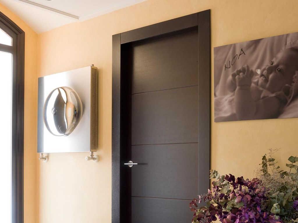 Puertas de interior en madera puertas de madera lacadas for Puertas macizas exterior