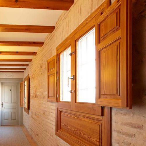 Ventanas de madera realizada en mobila vieja