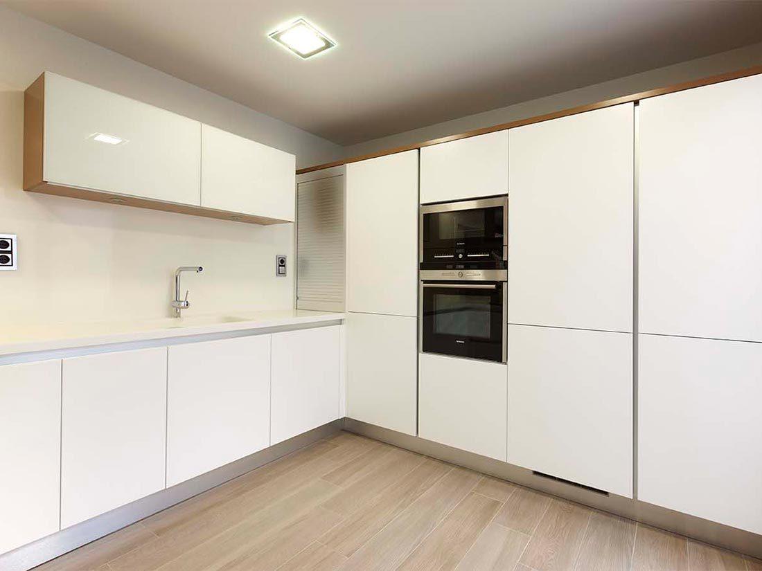 Armarios de cocina con electrodomésticos integrados