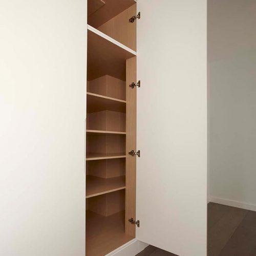 Interior de armario lacado en blanco