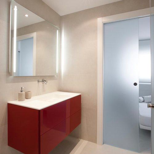 mueble de bano lacado rojo con puerta corredera p12