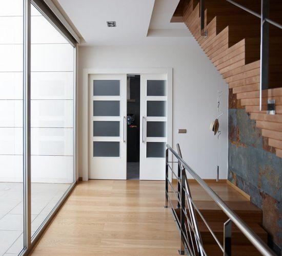 Puertas lacadas en blanco en corredera