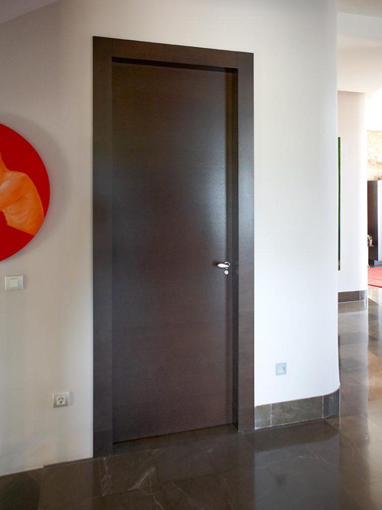 Puertas de interior en madera puertas de madera lacadas for Cambiar de color puertas interiores