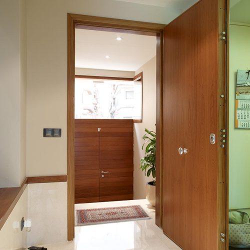 Puerta de seguridad interior para entrada