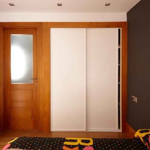 Puertas correderas en armario empotrado