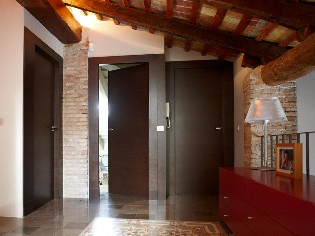 Puertas de interior en madera puertas de madera lacadas for Puertas para casa interior