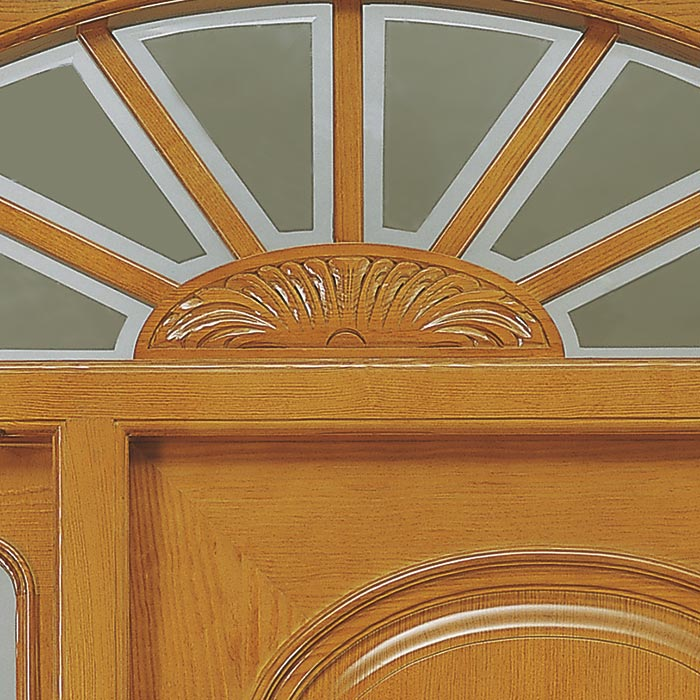 Talla hecha a mano sobre madera para puerta de exterior