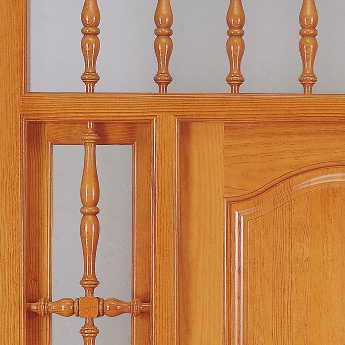 Barrotes de madera torneados puerta exterior
