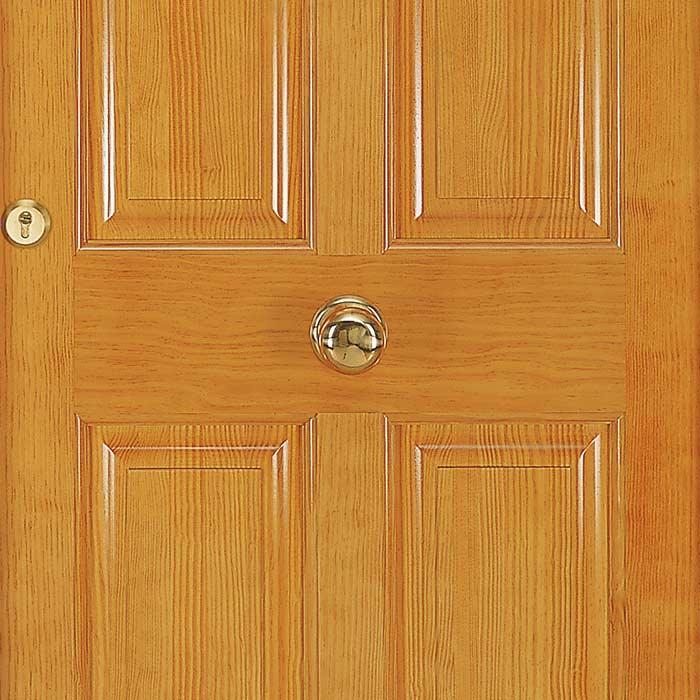 Detalle del entrecallado de tableros en puerta de entrada