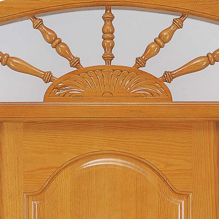 Rosetón central labrado en madera puerta exterior Añísclo