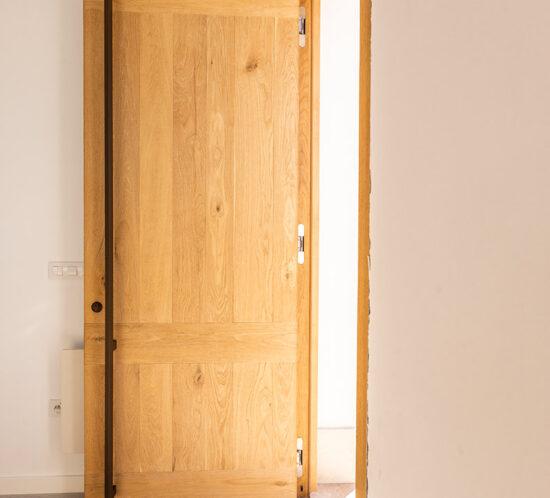 Puerta entrada en tono natural