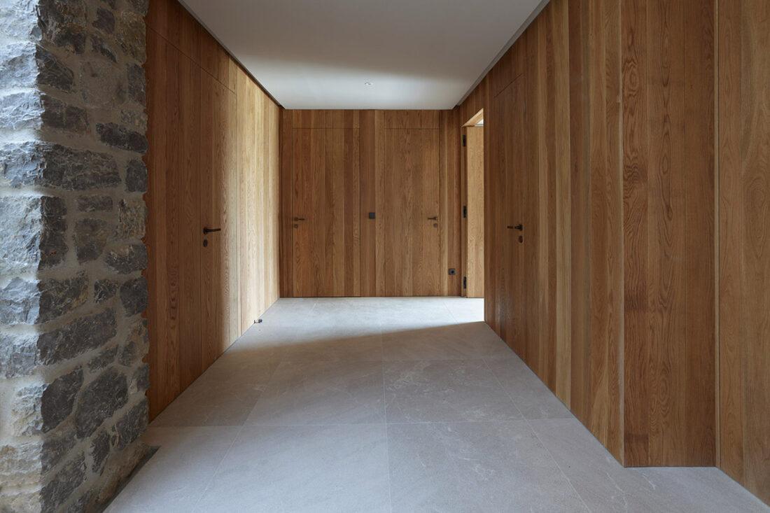Panelado y puertas en roble